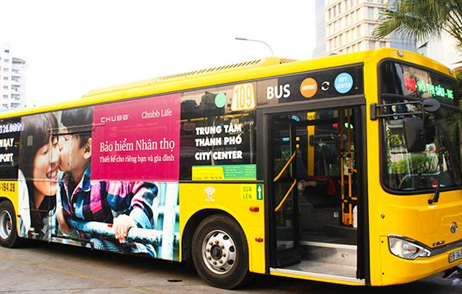 Vì sao quảng cáo trên xe buýt ở Việt Nam ngày hút khách